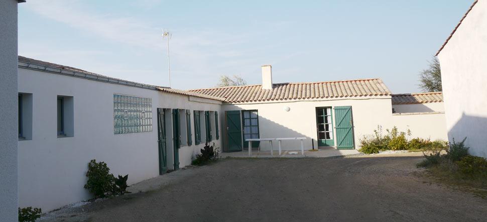 La maison vue de la cour intérieure